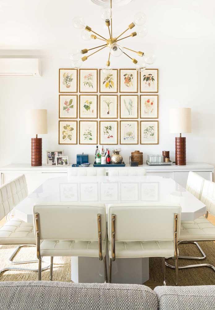 Mesa de jantar quadrada com quinas arredondadas. Crianças seguras por aqui!