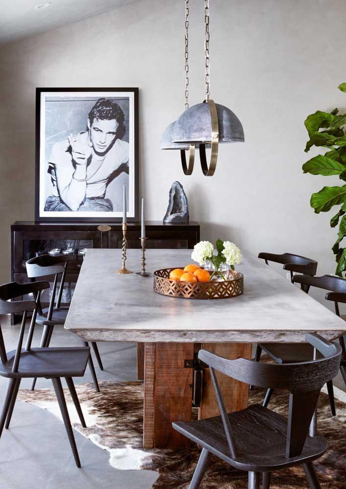 E o que acha de uma mesa de jantar com tampo de concreto?
