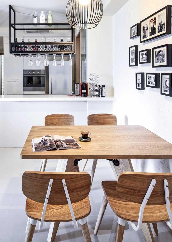Mesa quadrada 4 lugares para sala integrada