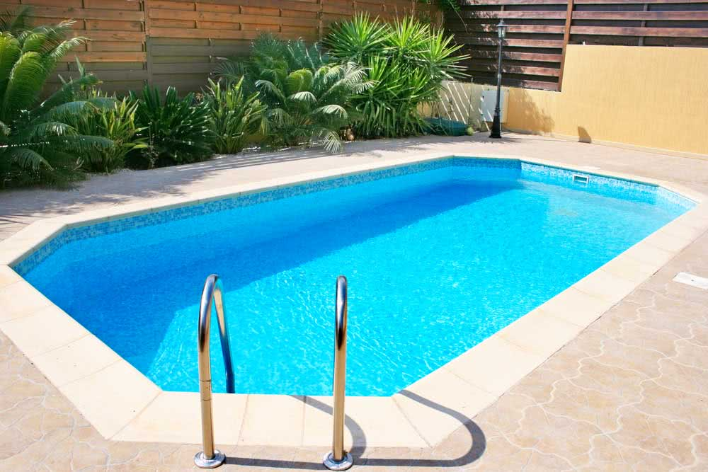 Pool materials: advantages, disadvantages and prices