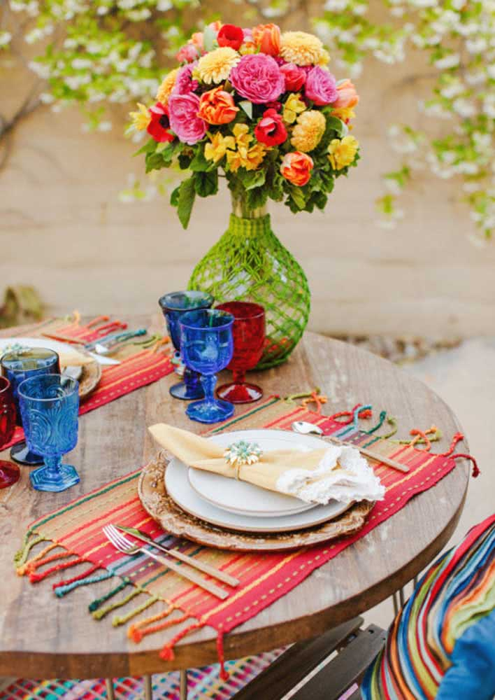 For the table put an elegant colorful