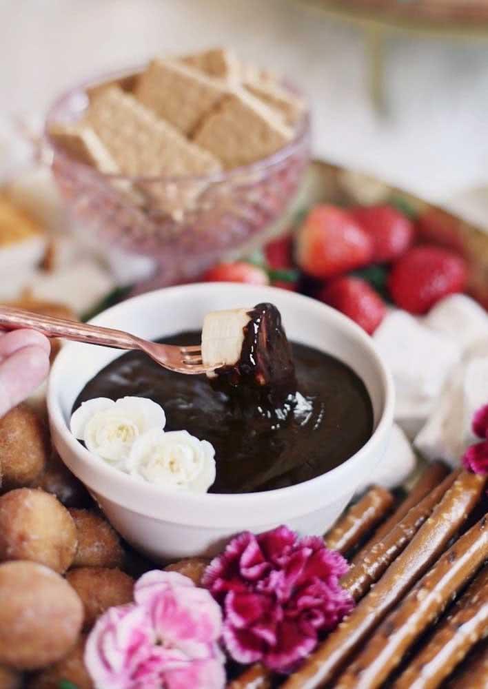 Para sobremesa, frutas e chocolate!