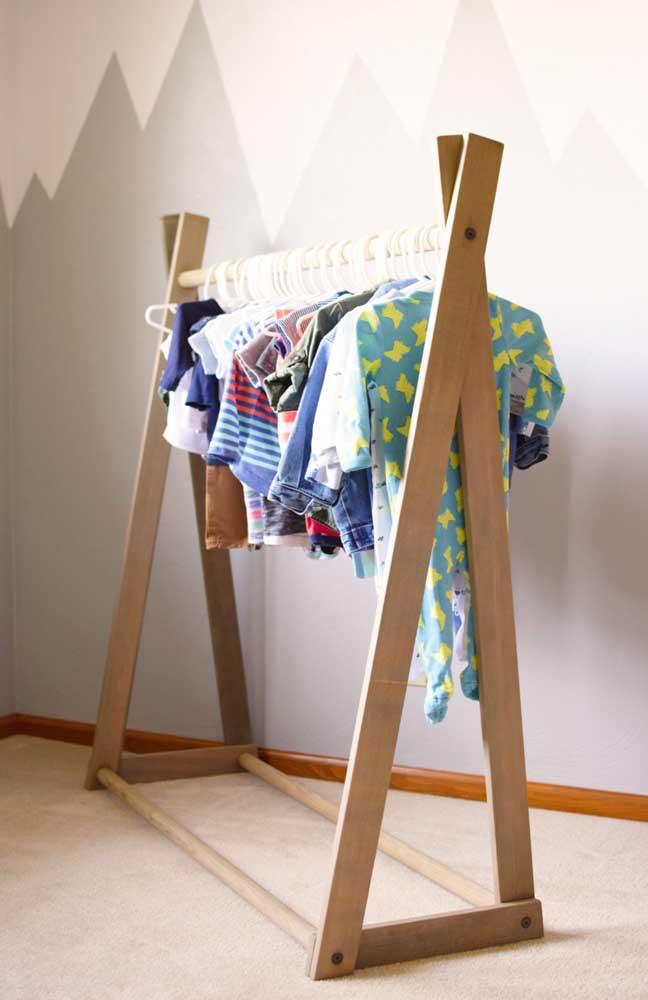 Arara de roupas infantil, do tamanho de quem vai usar