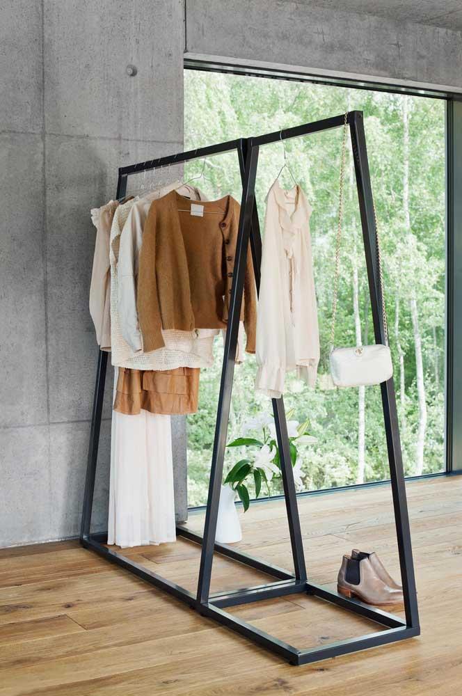 Arara de roupas de metal para o quarto de estilo industrial