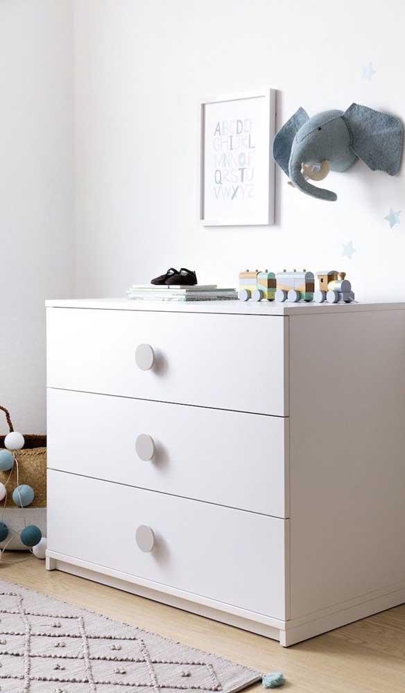 Cômoda branca para o quarto de bebê: um clássico!