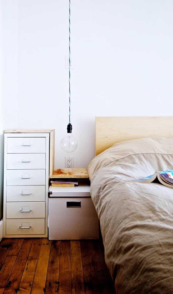 Sabe aqueles armários metálicos de escritório? Eles podem virar uma cômoda no seu quarto