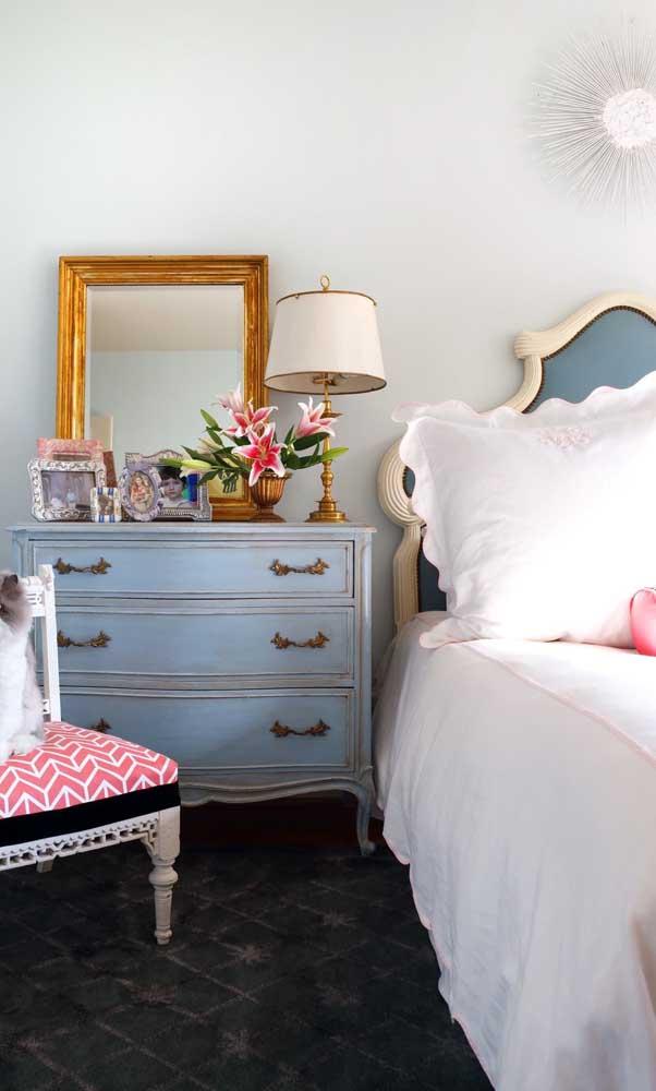 Cômoda vintage seguindo o mesmo estilo dos outros móveis
