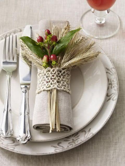 Mesa com jogo de jantar branco