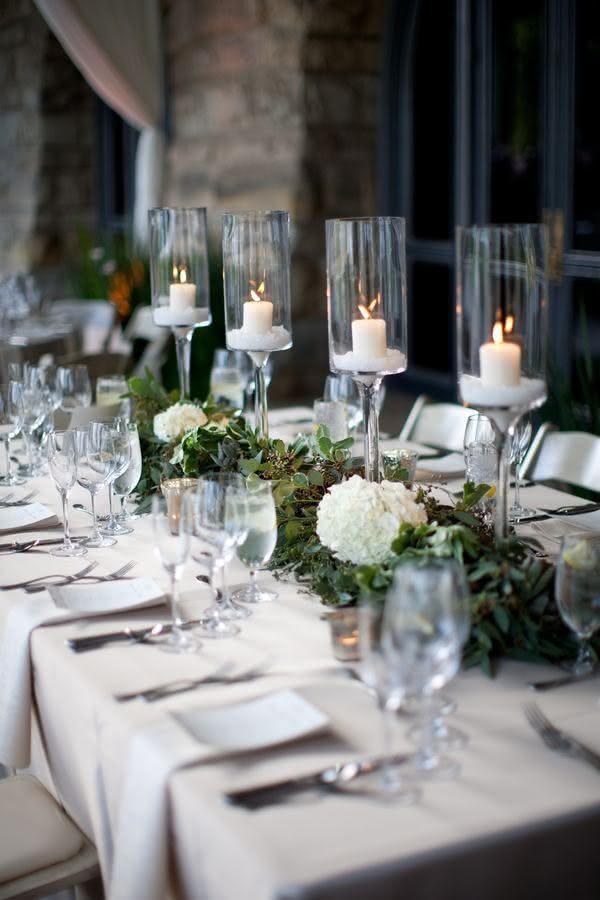 Mesa de Natal com suporte alto de velas