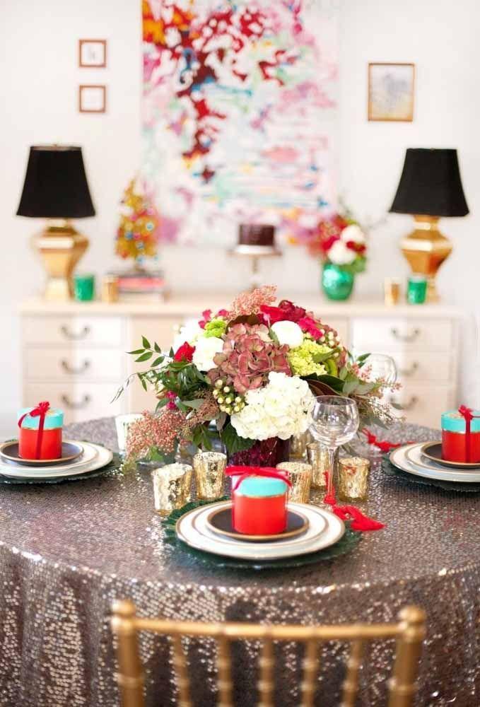 Quando a gente escolhe uma toalha de mesa que faz toda a diferença em uma mesa de Natal