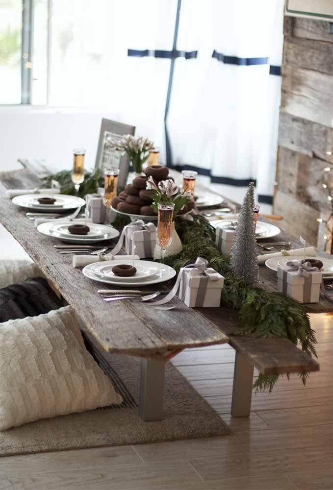 Uma mesa de natal simples, mas com muito bom gosto