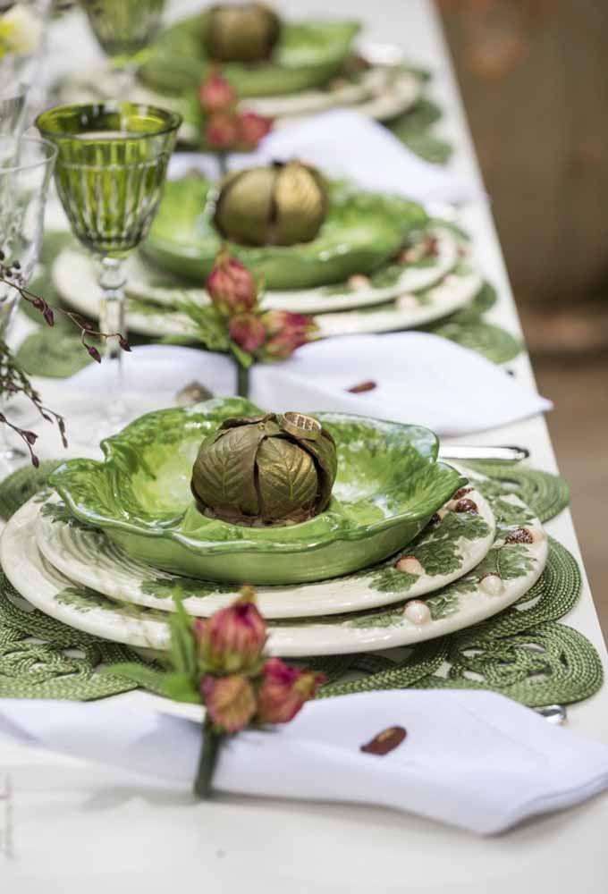 Veja como os itens da mesa de natal ficam ainda mais lindos com a cor verde