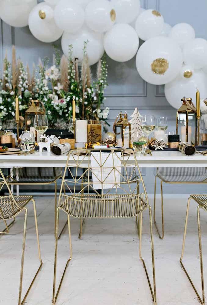 O dourado sempre deixa a mesa de Natal mais refinada