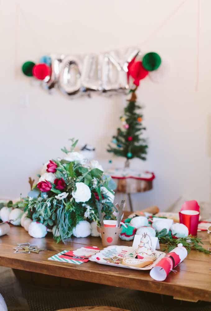 Personagens tradicionais do natal deixa a decoração da mesa mais leve