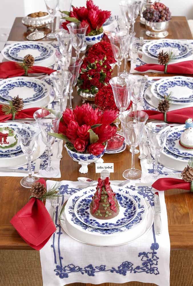 O capricho em cada detalhe faz toda a diferença na apresentação de uma mesa de natal