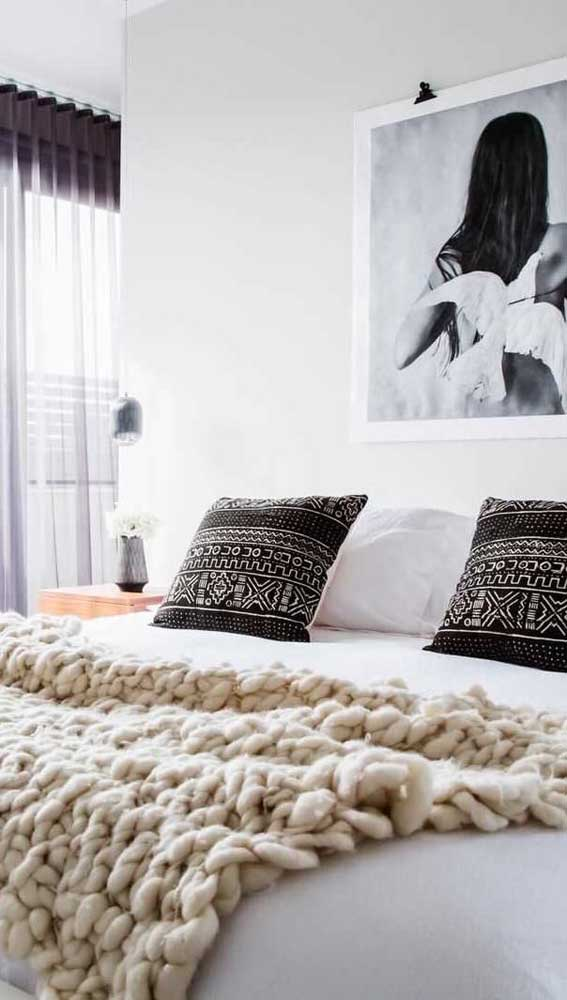 Manta maxi crochê para complementar a decoração do quarto moderno