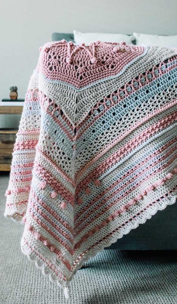 Também vale a pena se arriscar em pontos novos para criar mantas de crochê diferenciadas, como essa da imagem