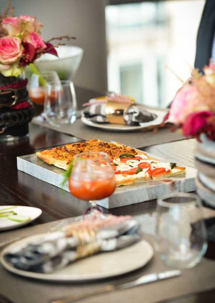 Que tal inovar e oferecer para os convidados uma pizza quadrada?