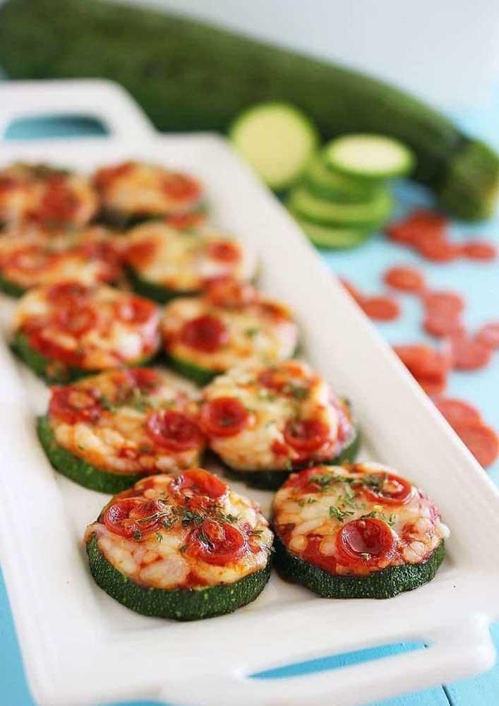 Pizzas com massa de abobrinha: para quem não quer quebrar a dieta