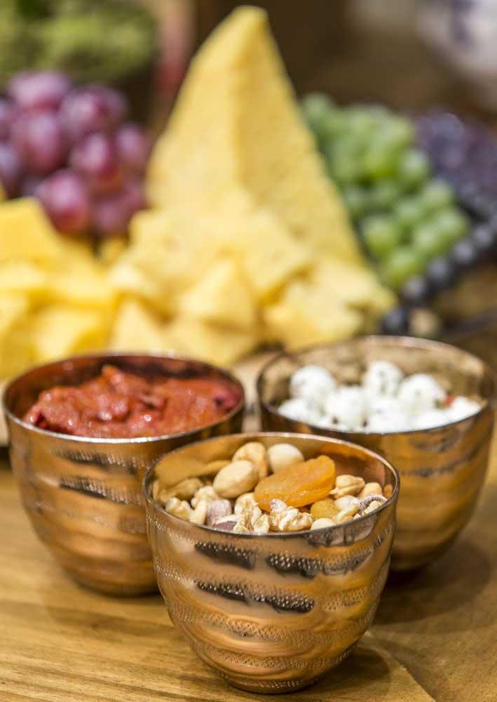 Frutas secas servem como aperitivo para noite de queijos e vinho