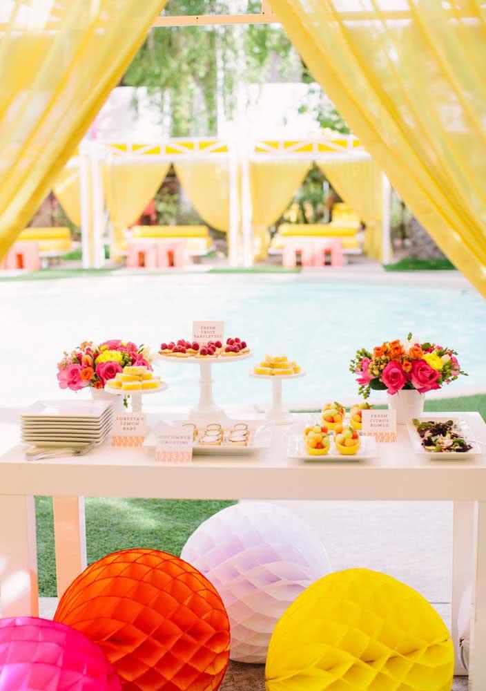 Festa Spa Day com mesa posta para servir os lanchinhos