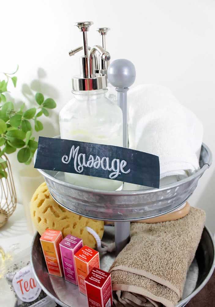 Massagem no Spa Day: toalhas, óleos essenciais e um chazinho para acompanhar