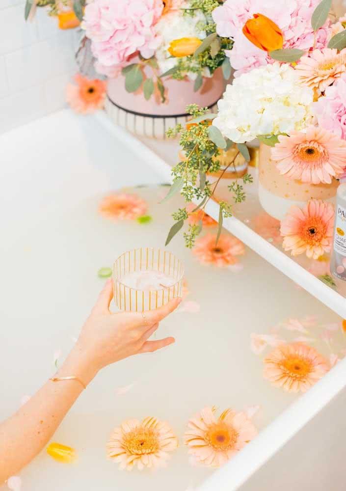 Capriche nas velas e flores