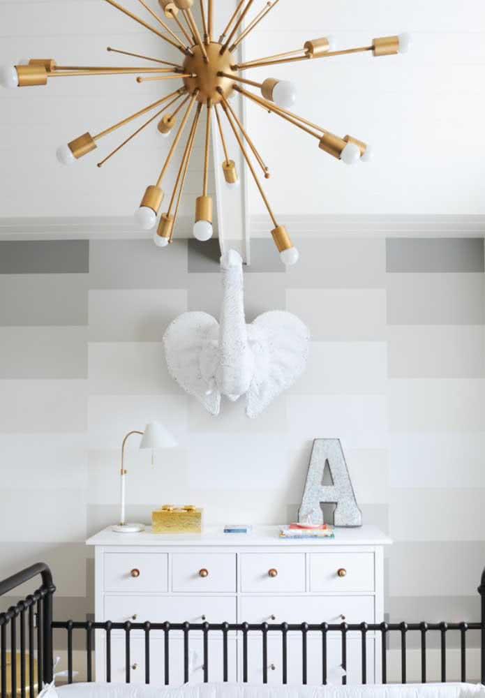 Versão moderna e sofisticada de lustre para quarto de bebê