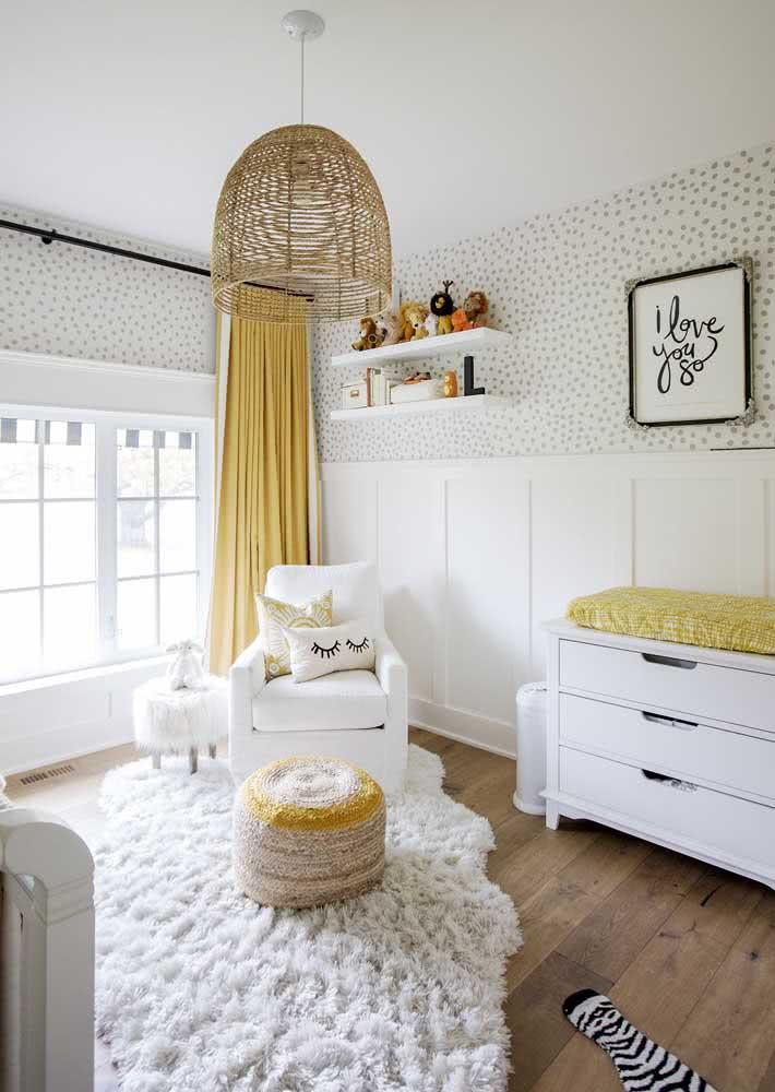 O lustre de palha está em alta nas decorações, inclusive em quartos de bebê