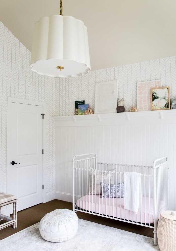 Lustre branco para o quarto de bebê feminino. Uma boa alternativa ao cor de rosa