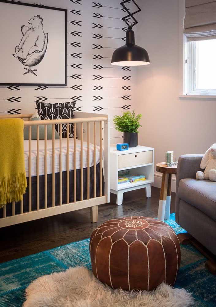 Moderninho, esse lustre preto é um dos destaques da decoração do quarto do bebê