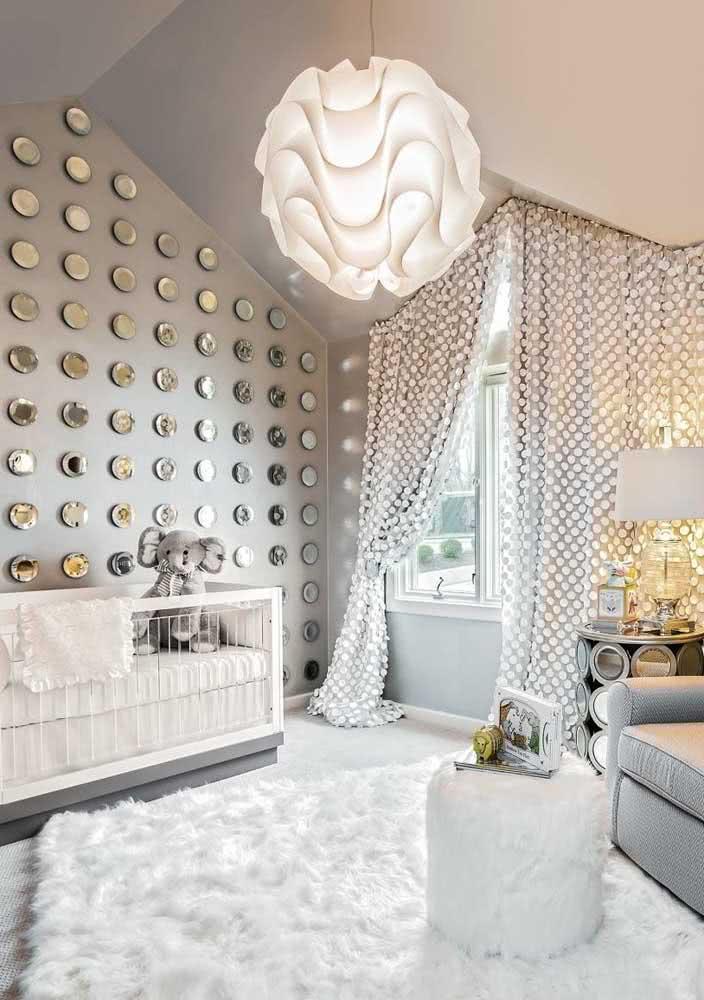 Um lustre pode ser só um lustre, mas também pode ser o diferencial da decoração do quarto do bebê