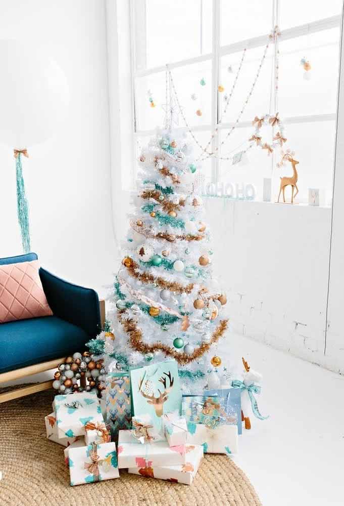 Branco e dourado para fazer uma decoração de Natal perfeita