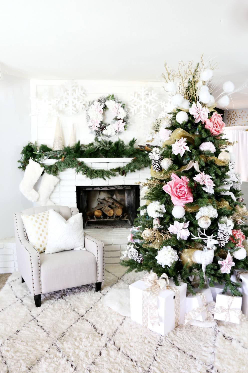 Árvore de Natal enfeitada.