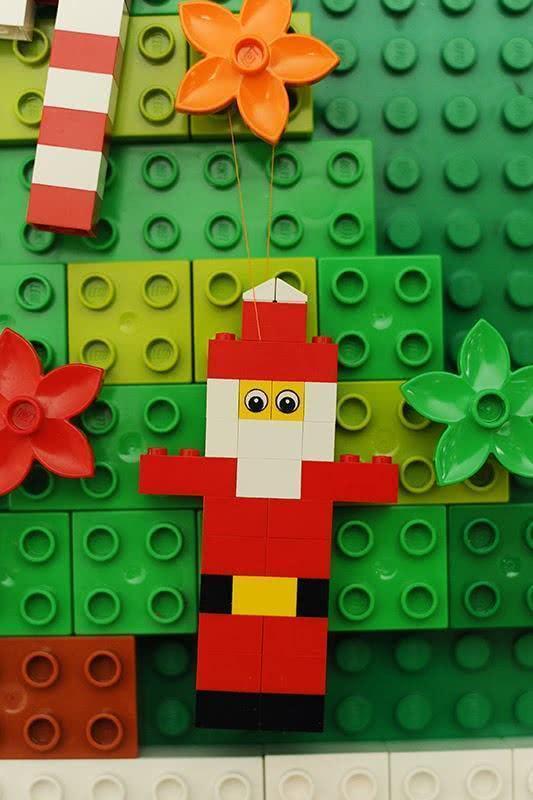 Enfeite de papai Noel de lego