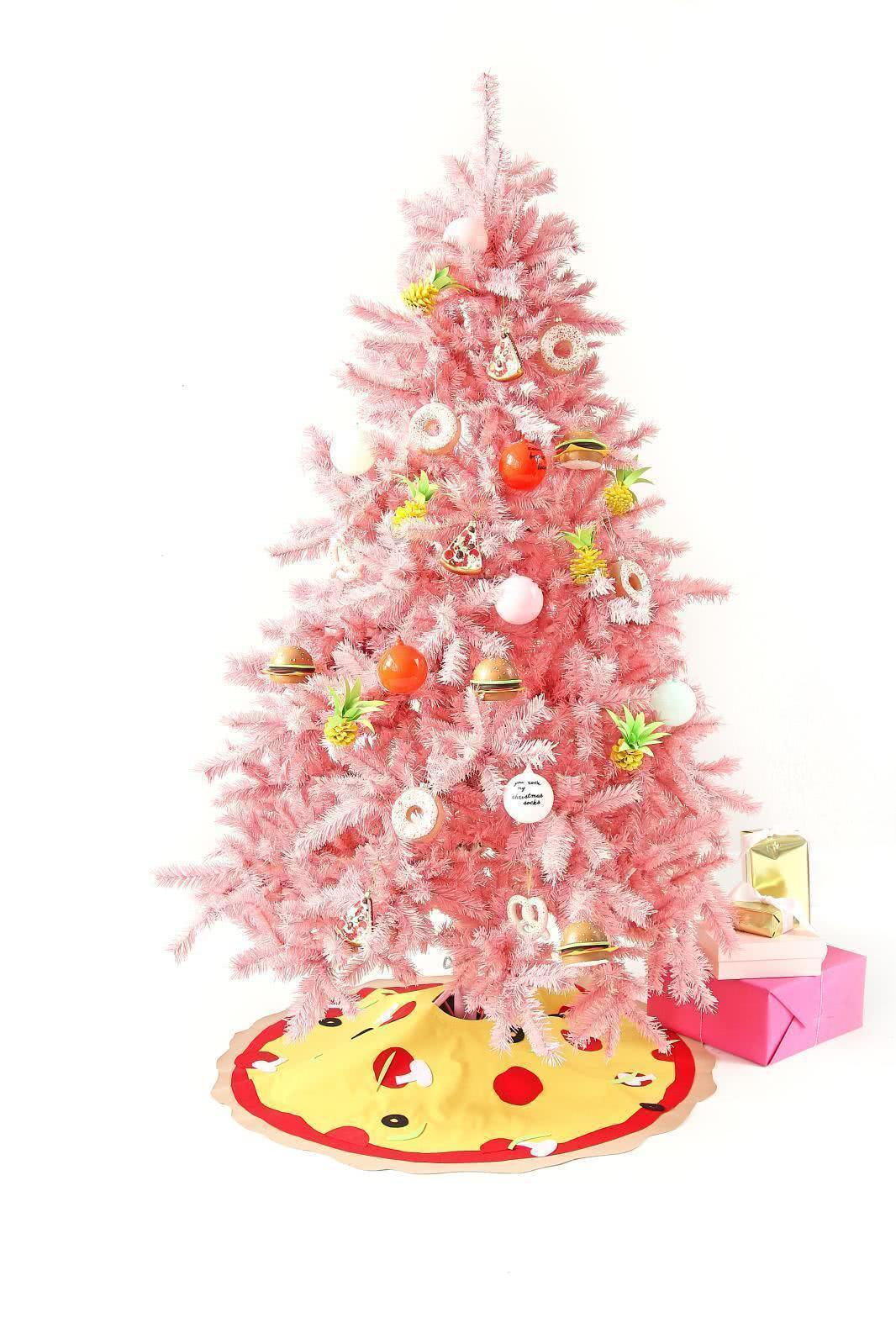 Árvore de Natal com enfeites de comida