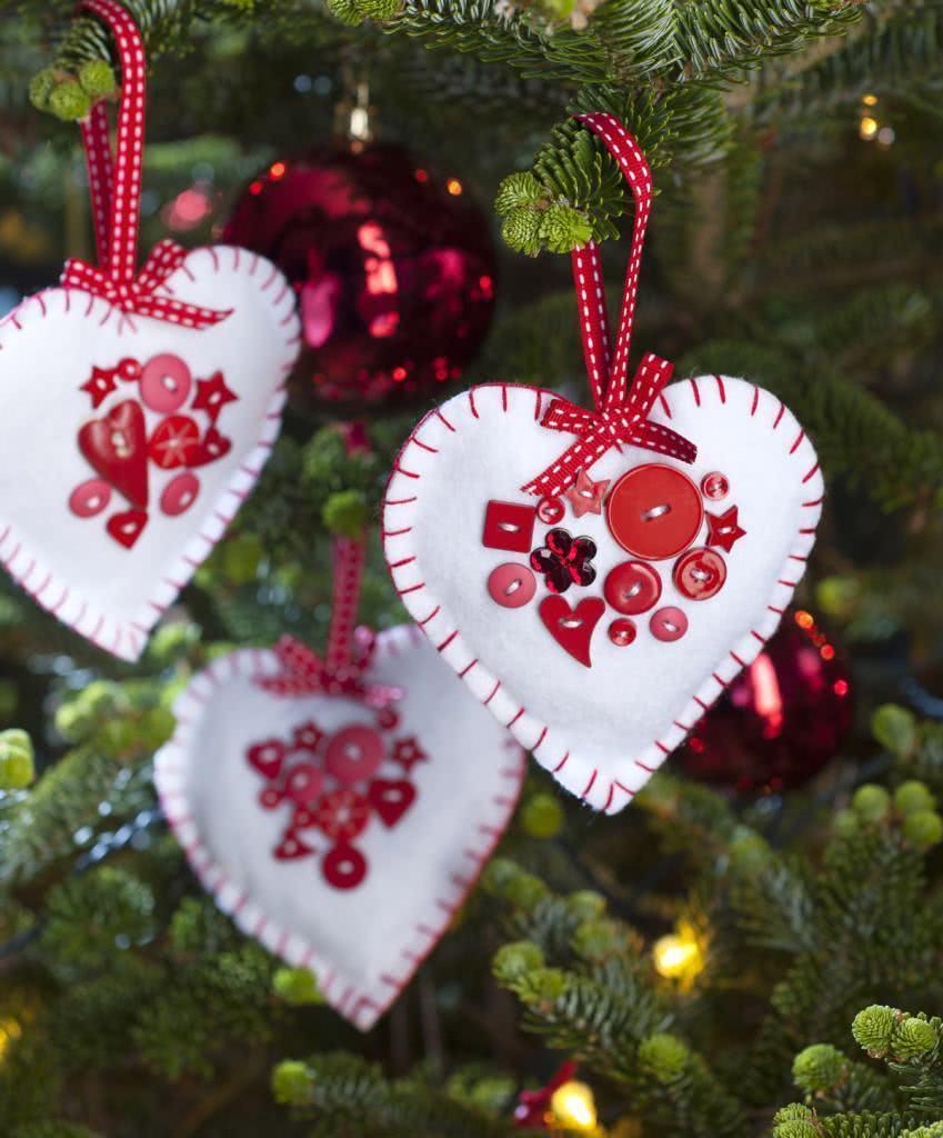 Enfeite de coração de Natal em feltro.