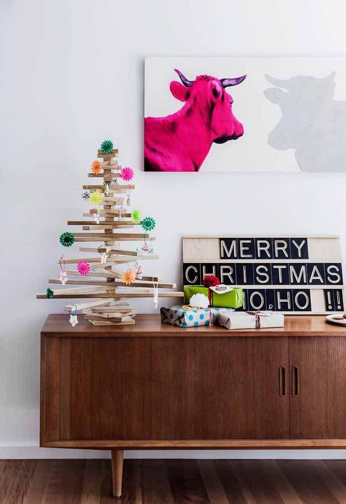 Árvore de Natal simples para a decoração natalina do ambiente