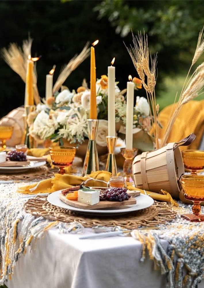 Outdoor reception with cold cuts: rustic and cozy atmosphere