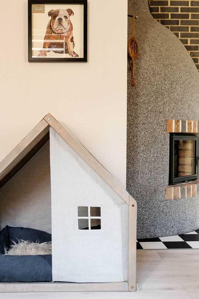 Casinha de madeira grande com design tradicional