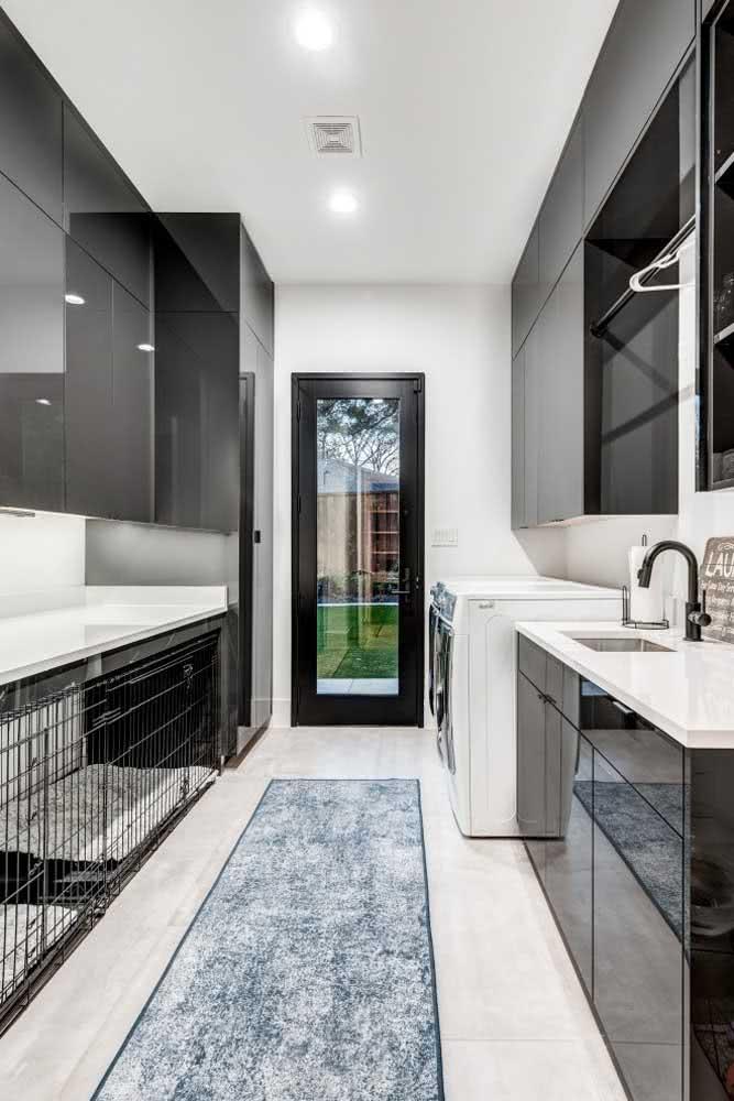 A cozinha é um dos lugares preferidos para colocar a casinha do cachorro