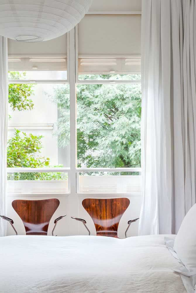 Janela guilhotina com persianas: melhor aproveitamento do espaço interno