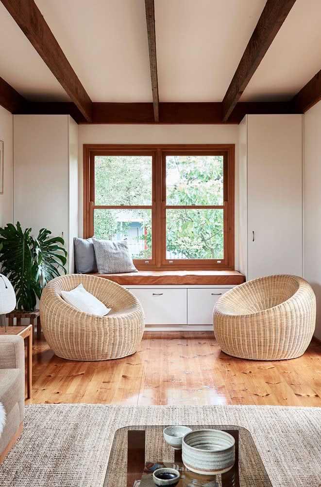 Janela guilhotina de madeira bem ao estilo das casas norte-americanas