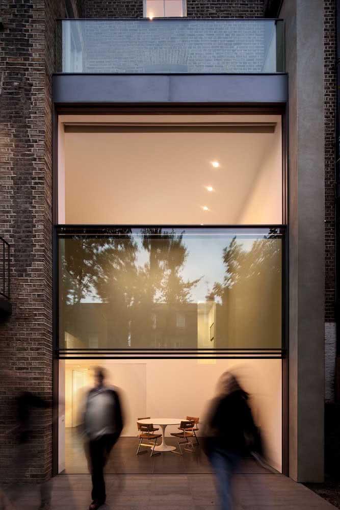 Janela guilhotina para um projeto moderno, iluminado e funcional