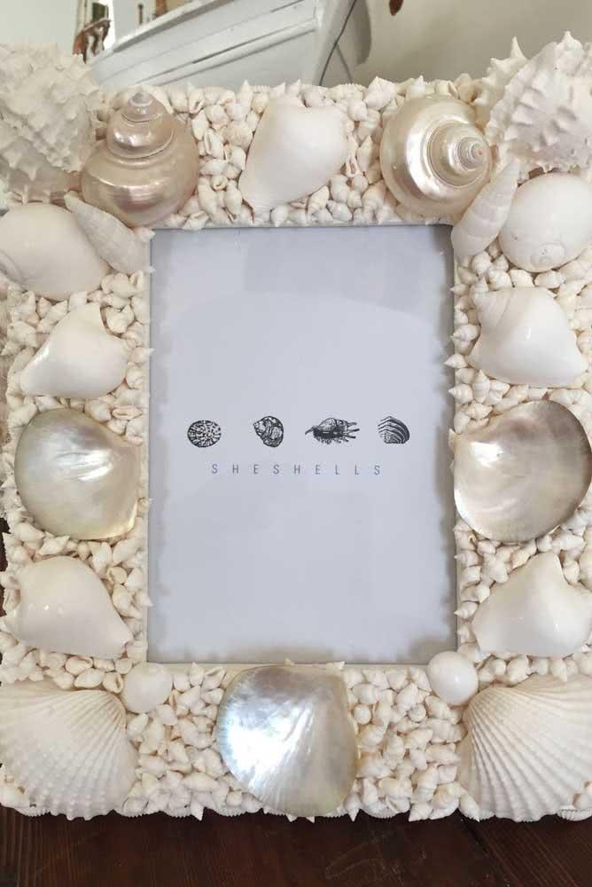 Moldura de porta retrato com conchas do mar. Perfeito para decorar a casa ou um evento especial