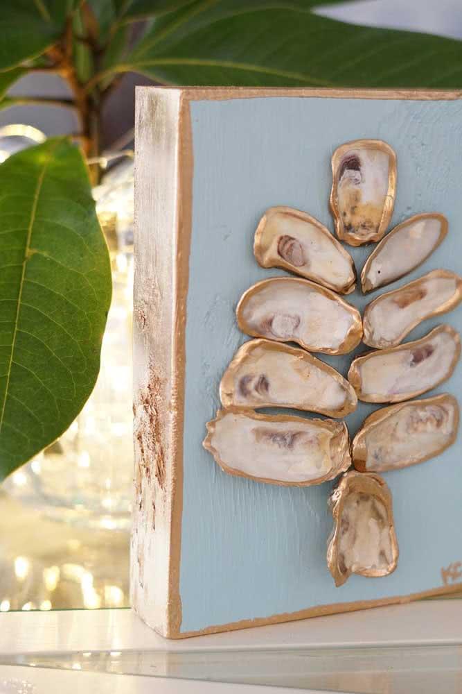 Caixinha de madeira decorada com conchas do mar