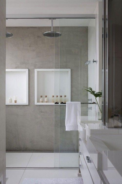 Large niches highlight this bathroom.