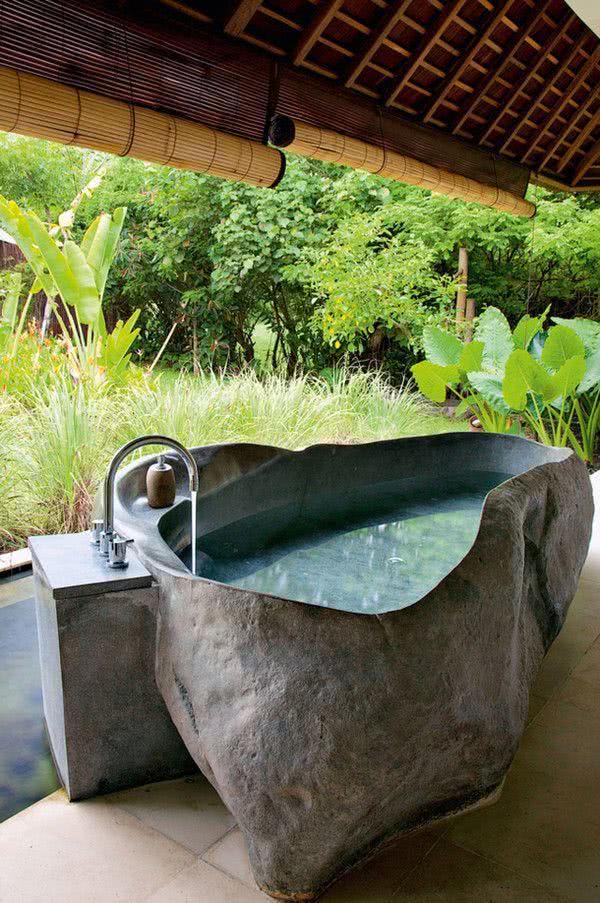 Irregularly shaped stone bathtub