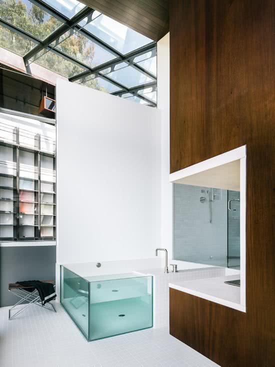 Bathtub with acrylic / glass
