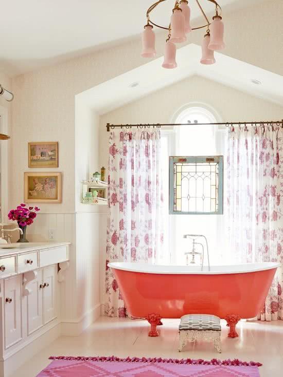 Coral red bathtub